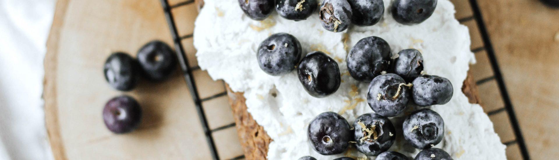 courgette citroen cake met blauwe bessen