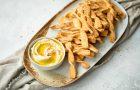 Deegstengels met kaas en paprika